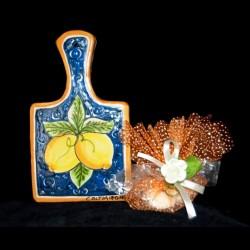 Tagliere in ceramica di Caltagirone.