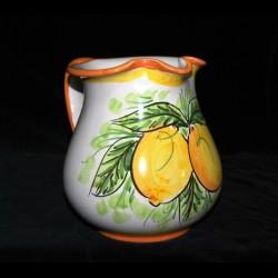 Brocca in ceramica di Caltagirone.